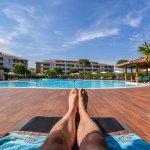 Moment de détente autour de la piscine - Salina Bay