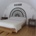 Arched ceiling/bedroom loft