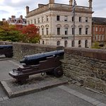 Canons aimed at Guildhall from the Wall