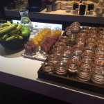 smoothies , yogurts, fruit , fresh juices ample coffee machines