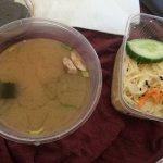Chirashi Saumon servis avec soupe miso et salade à emporter 12,50€