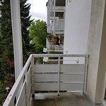 Balkon mit Aussicht auf´s Nachbargebäude