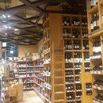 ein wunderschöner übersichtlicher Weinkeller