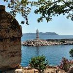 Гробница у моря, за Мариной