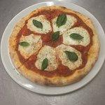 The buffalo mozzarella cheese pizza really tasty
