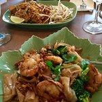 Pad kee ew and tofu pad thai