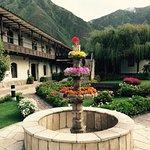 Este hotel es espectacular, jardines hermosos y muy buen servicio, el lugar transmite una paz in