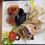 Variété de poissons parfaitement bien cuisinés.