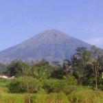 volcan sumbing vue arriere de l'hotel