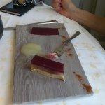 Pressé de foie gras, vin aux fruits en gelée et compotée de poires