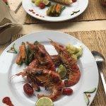 Soupe de poisson et gambas grillées très bon restaurant patrons Super accueillant. N'hésitez pas