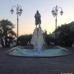 Monumento dedicato a NINO BIXIO inventore della Bussola (amalfitano)