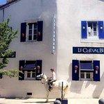 Le Cheval est sorti de l'Auberge