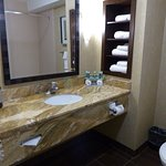 Photo de Holiday Inn Express Hotel & Suites Logan