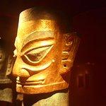 青銅像金箔面具