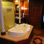 Grand Library Suite: Bathroom