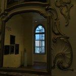 interieur en exterieur gezien in spiegel, foto onder alias Drager Meurtant