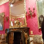 Wallace Collection: Fireplace with gilded mirir