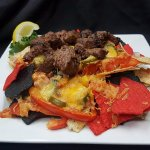 nachos topped with steak tips