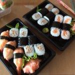 Makis, makis thon cuit et sushis crevettes