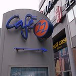 Vor dem Hochhaus-Info zum Cafe 22.