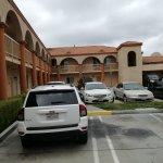 Photo de Howard Johnson Inn and Suites Pico Rivera