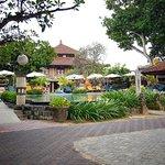 Photo de Besakih Beach Hotel