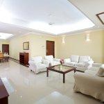 03 Bedroom Suite (Living Room)