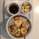 Power porridge with bananas and maple syrup