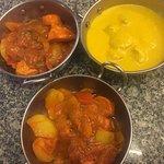 Diferentes platós  de comida indu
