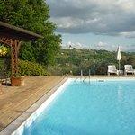 Zwembad op enige afstand van appartementen voor rust