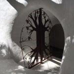 Una de las puertas de los múltiples pasillos que encontrarás por toda la casa