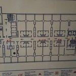 el plano de evacuación donde indican con una bolita mi habitación de 26m2