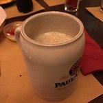 Dopo qualche minuto la schiuma lascia il vuoto è un quarto minimo di birra se n'è andato....