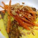 Currykip met pinda en wortel