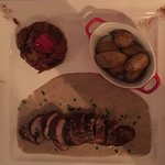 Filet mignon de porc patta negra, sauce aux truffes, caponata sicilienne, pommes de terre rôties