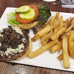 Gorgonzola Burger at John Harvard's Brew House (06/Jun/17).
