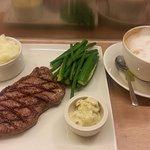 ภาพถ่ายของ Waitrose Steak and Oyster Bar