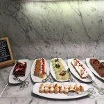 Level 27 Executive Lounge: evening dessert bar
