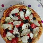 Pizza Lisboa (tartare de tomates, cabillaud,ail, poivre citronné)/Provençale