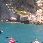 Photo de Xlendi Beach, Cliff and Caves