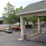 Foto de Magnolia Bay Hotel & Suites - Jonesboro