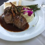 Lamb 'lollipops' with mashed potatoes