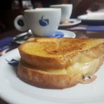 Promoção de café da manhã, minha escolha: Queijo quente com espumone por R$ 12,90