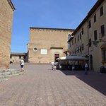 Piazza S. Agostino su cui si affacciano le finestre cucina e soggiorno