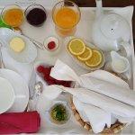 Une idée du petit déjeuner gourmand servi en chambre