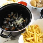 Moules marinière with cream, garlic, shallots and white wine