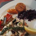 Merlu avec des petits légumes (plat du jour)