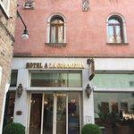 Photo de Hotel a La Commedia