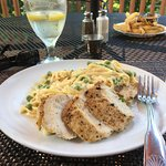Chicken Alfredo was fabulous